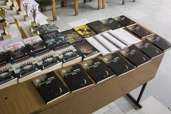 Водещи български автори осигуриха награди за гостите